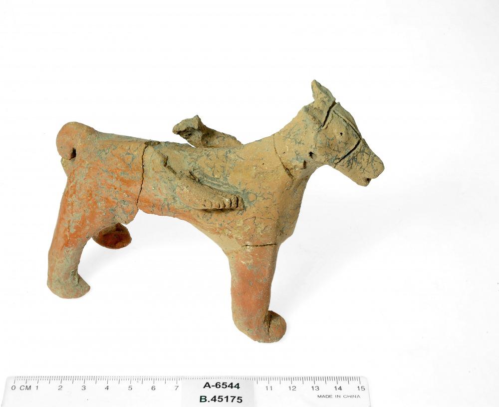 צלמית סוס ממקדש בתל מוצא מהמאה התשיעית לפנהס (קרדיט צילום קלרה עמית רשות העתיקות)
