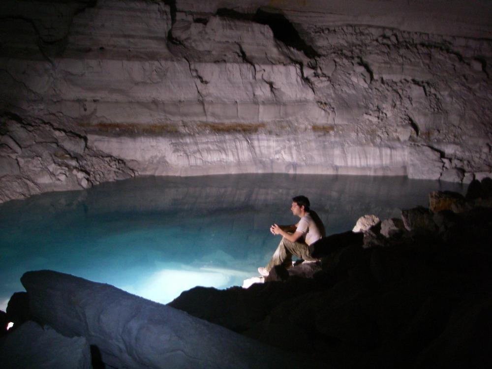 האגם במערת אילון. צילום י. נעמן