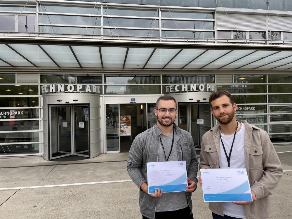 הסטודנטים עם התעודות, מתן לוי מימין וניר צברי משמאל. צילום דוברות האוניברסיטה העברית