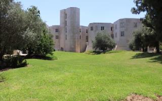 מדשאה באוניברסיטה העברית