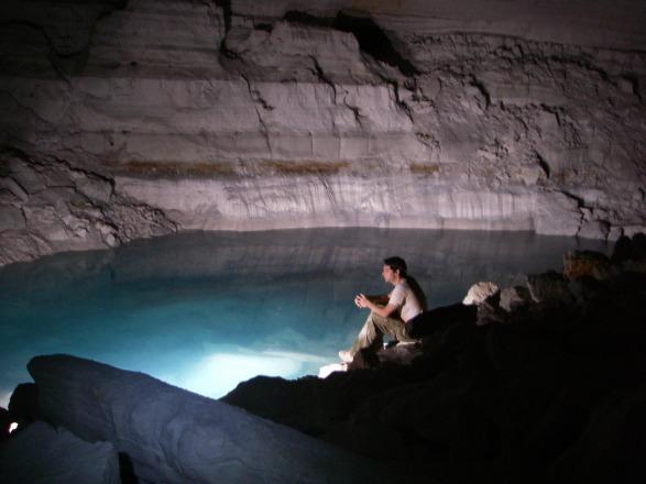 האגם במערת אילון צילם י. נעמן