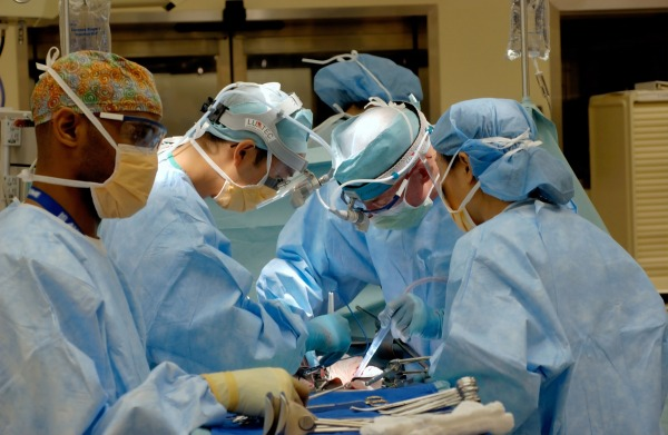 Doctors performing surgery. unspalsh