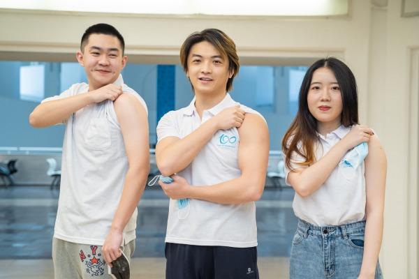 סטודנטים וסטודנטיות בינלאומיים שקיבלו את המנה הראשונה של החיסון בקמפוס הר הצופים